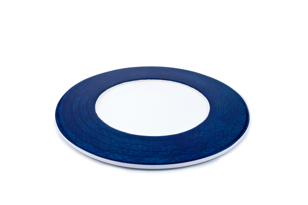 On plate in caña flecha blue and white