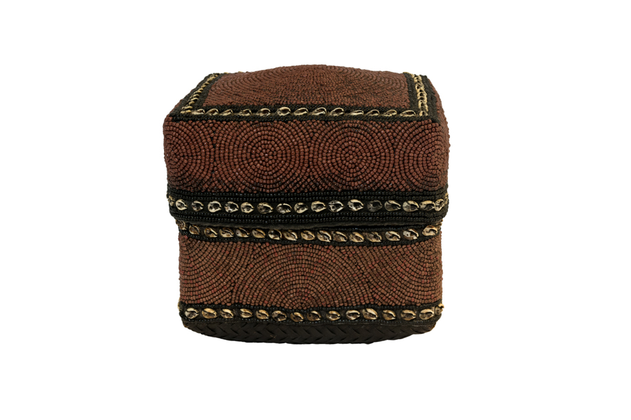 Caja de ofrenda Balinesa cuentas de chaquiras y conchas- café oscuro