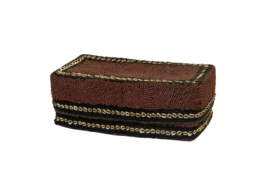Caja de ofrenda Balinesa cuentas de chaquira y conchas rectangular- café