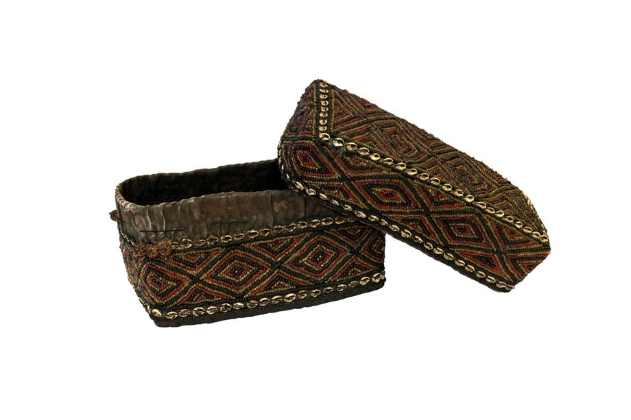 Caja de ofrenda Balinesa cuentas de chaquira y conchas- verde