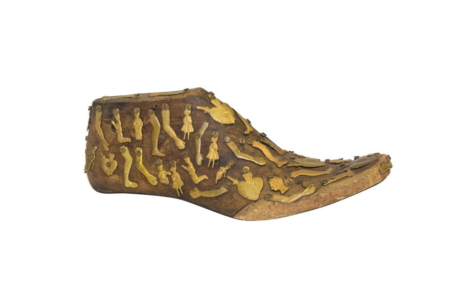 Zapato con amuletos milagros Mexicanos