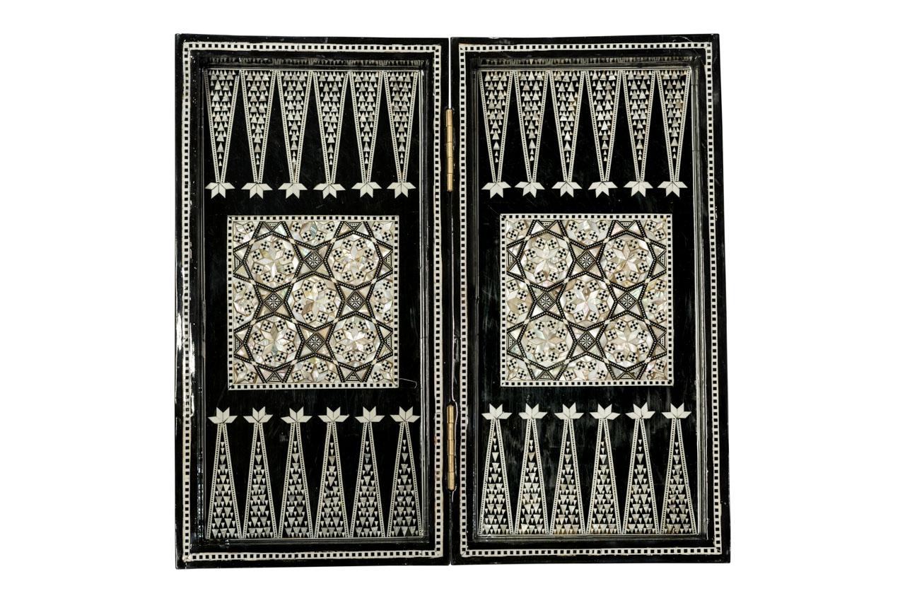 Juego de mesa backgammon geométrico