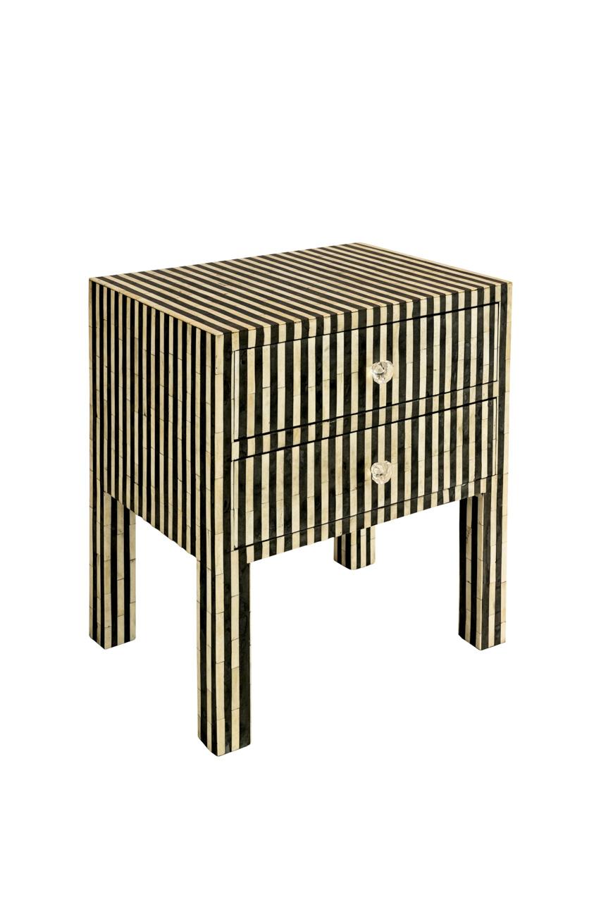 Mesa de noche con diseño de líneas