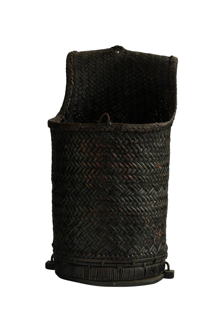 Canasto recolector negro en rattan