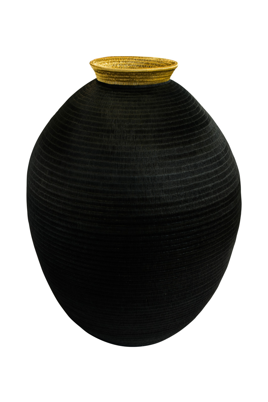Black and gold werregue container