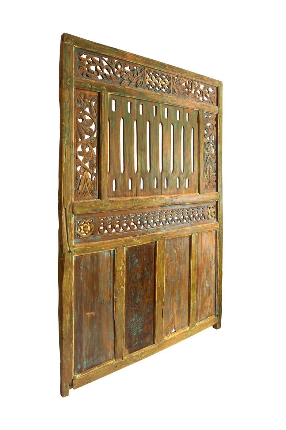 Puerta de madera tallado rombo