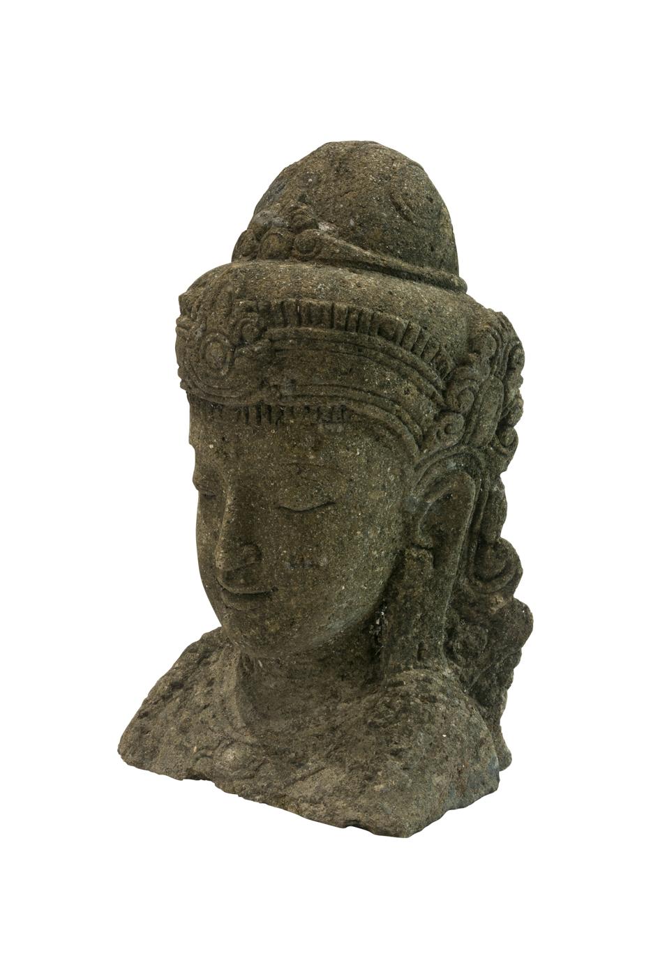 Escultura tallada en piedra líneas