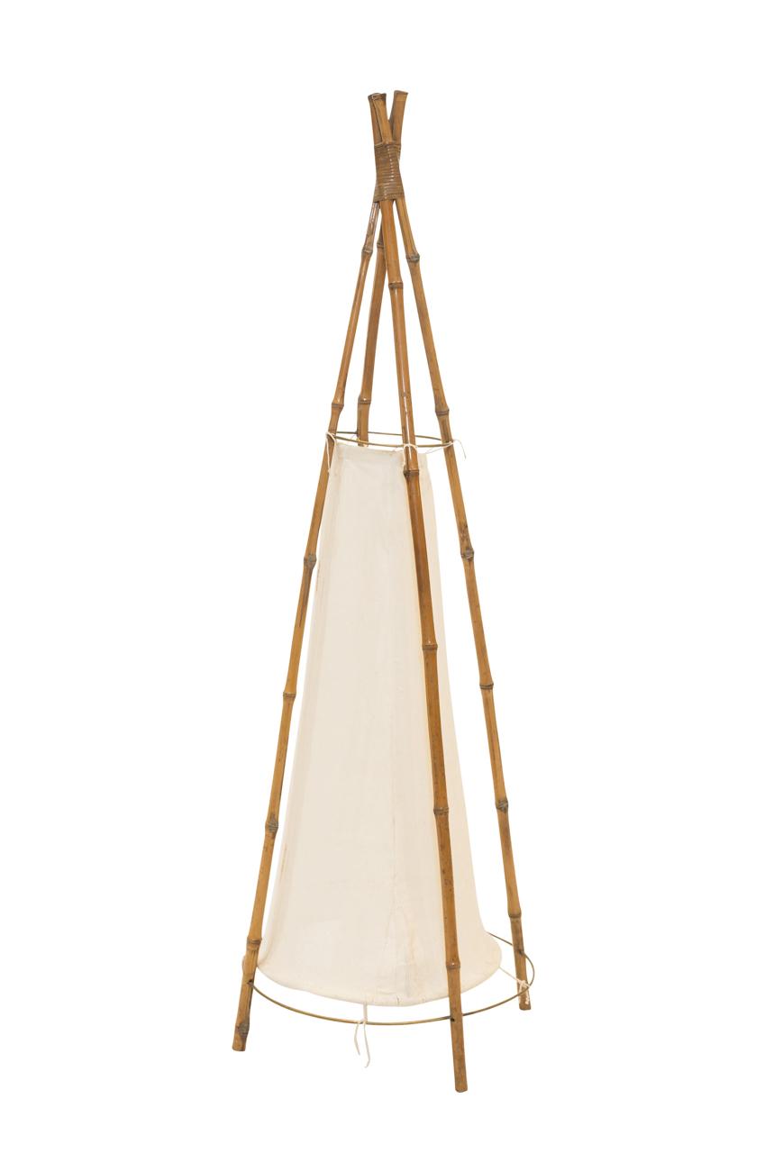 Lámpara de piso en Bamboo