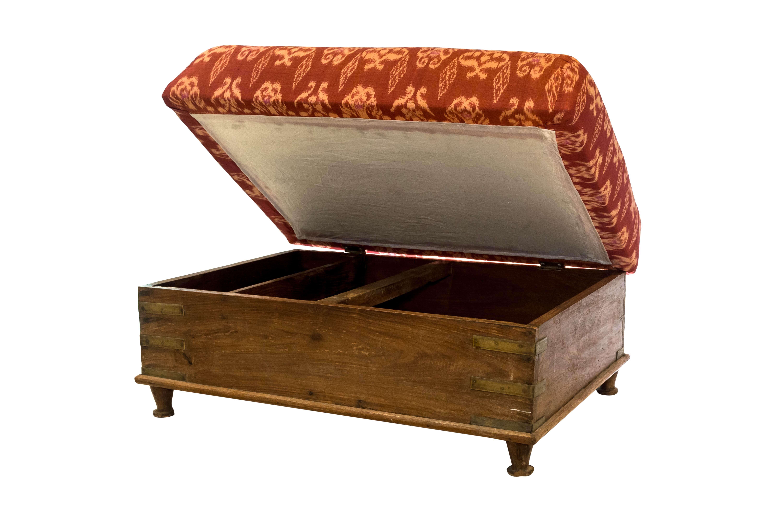 Butaco de almacenamiento en madera y tela de ikat