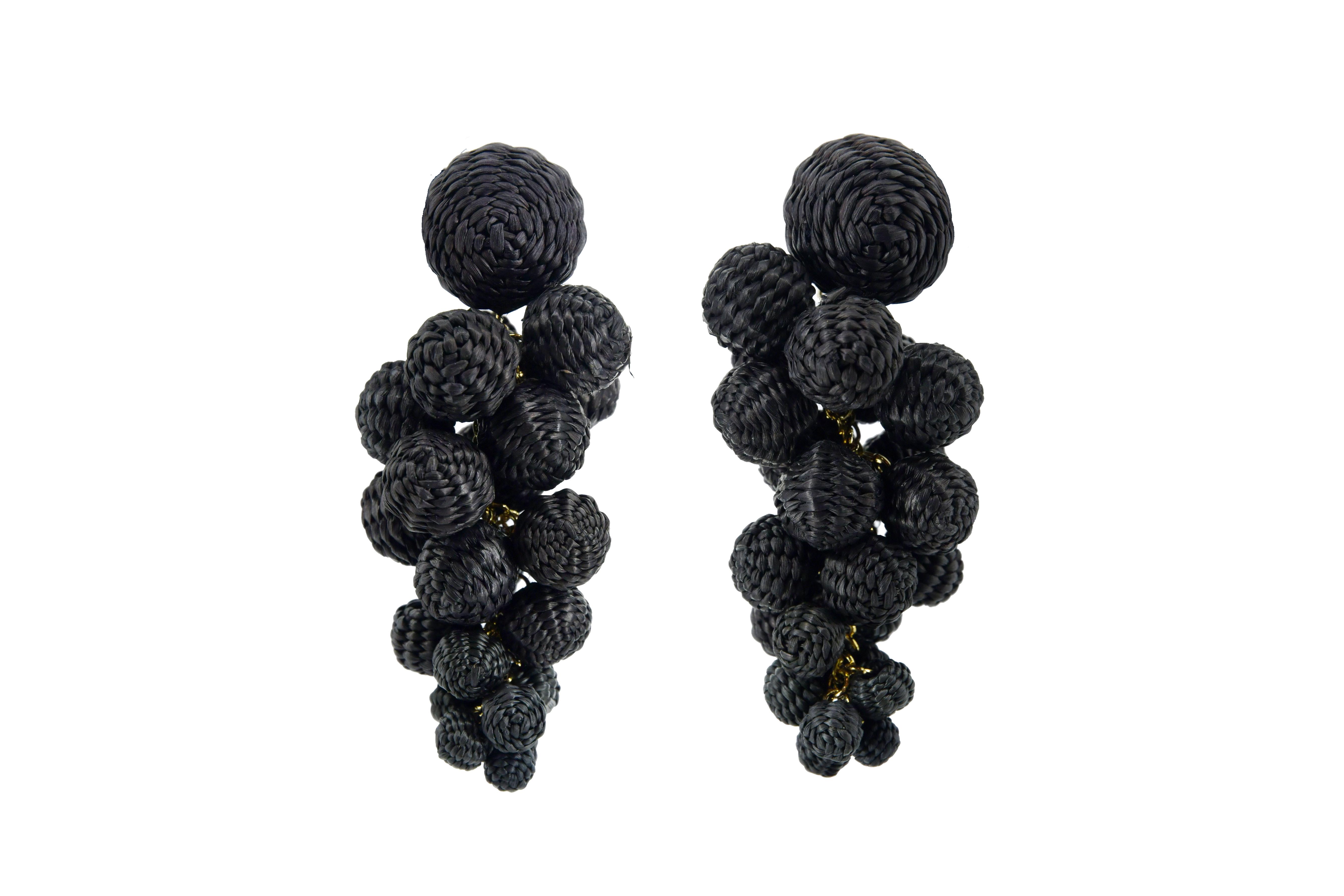 Iraca palm drop earring black