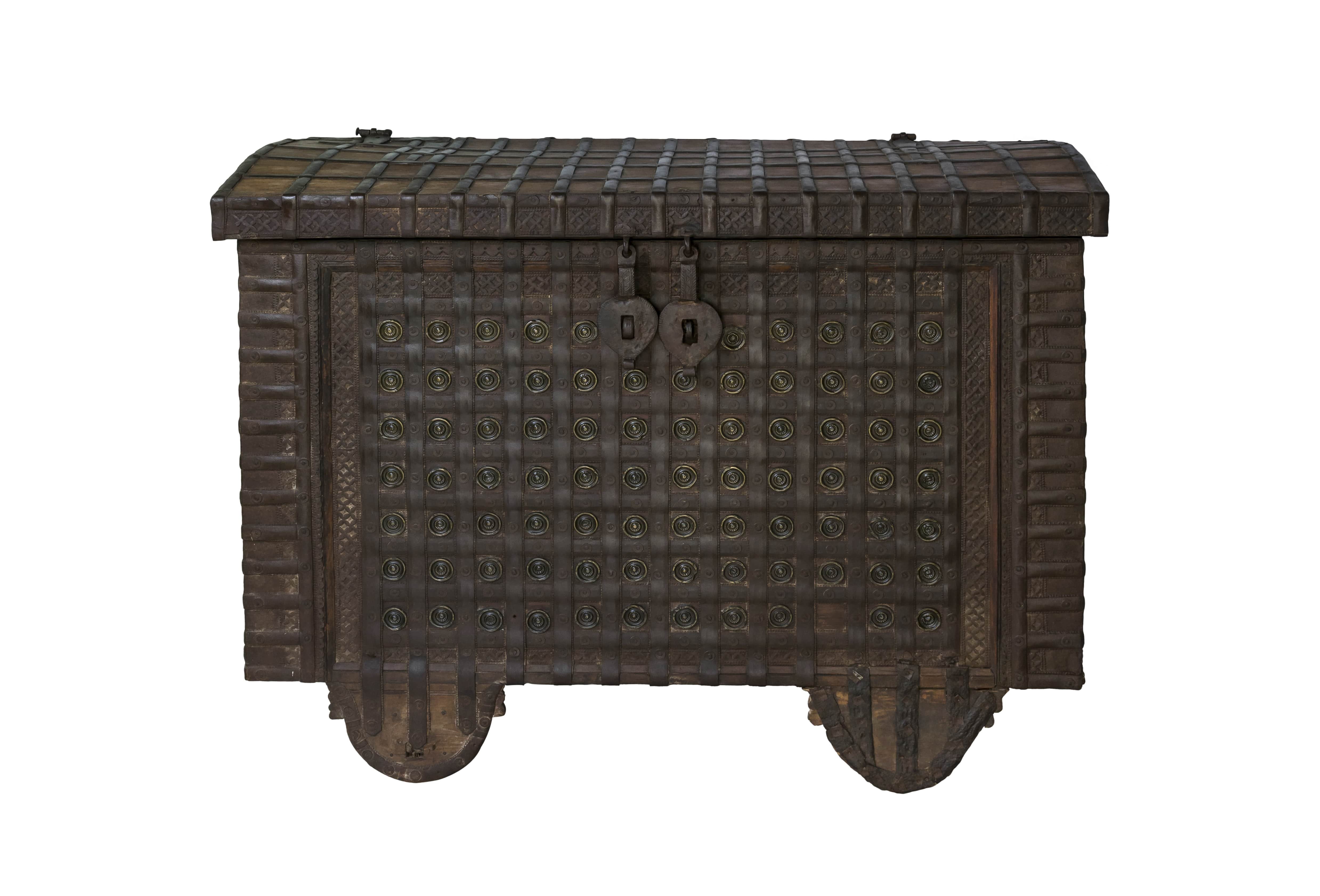 Indian trunk in wood and metal
