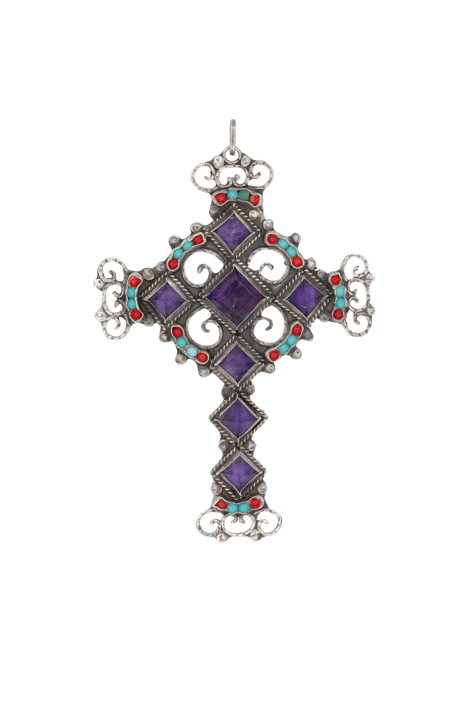 Dije en plata cruz triangular