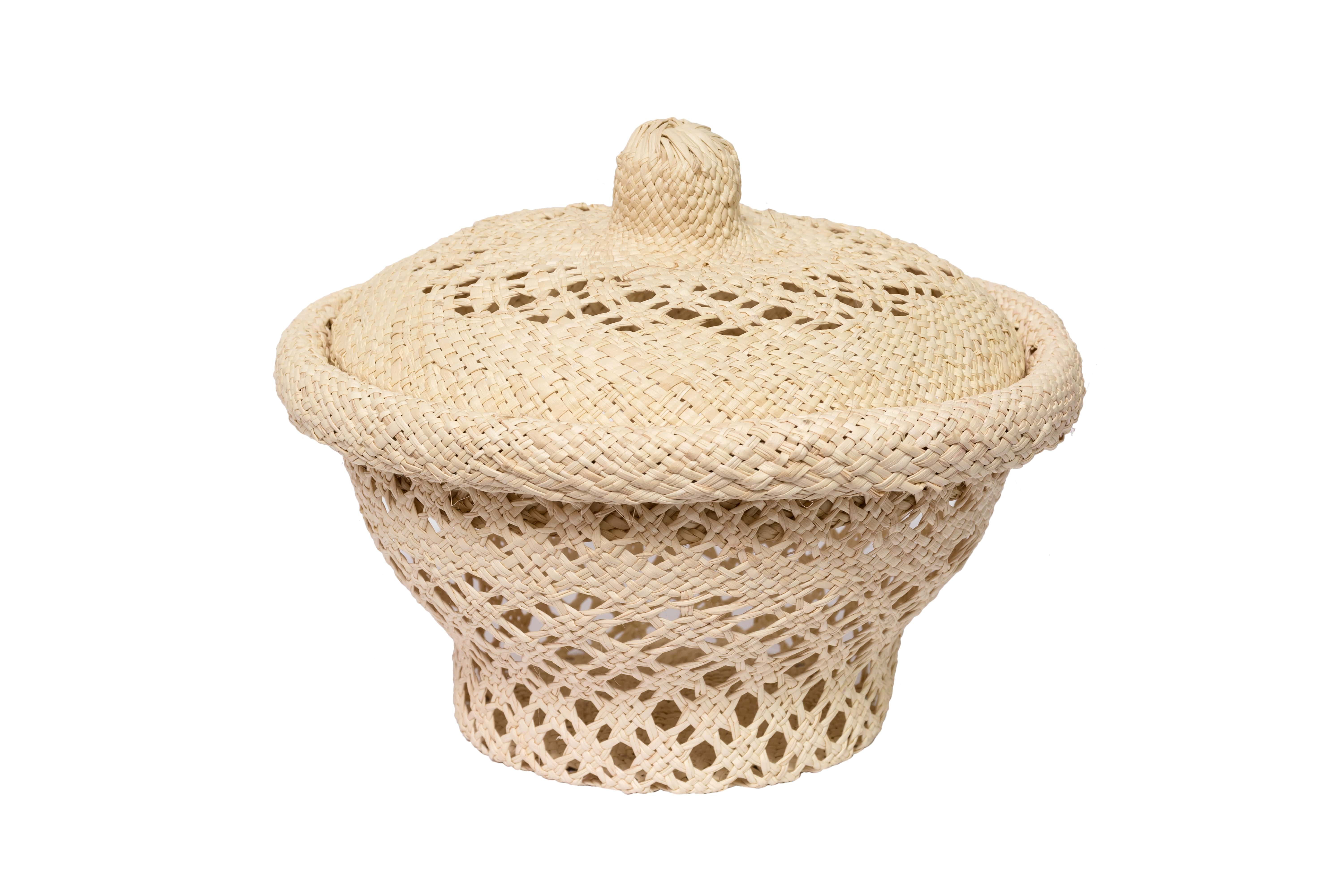 Bread basket in  iraca openwork design