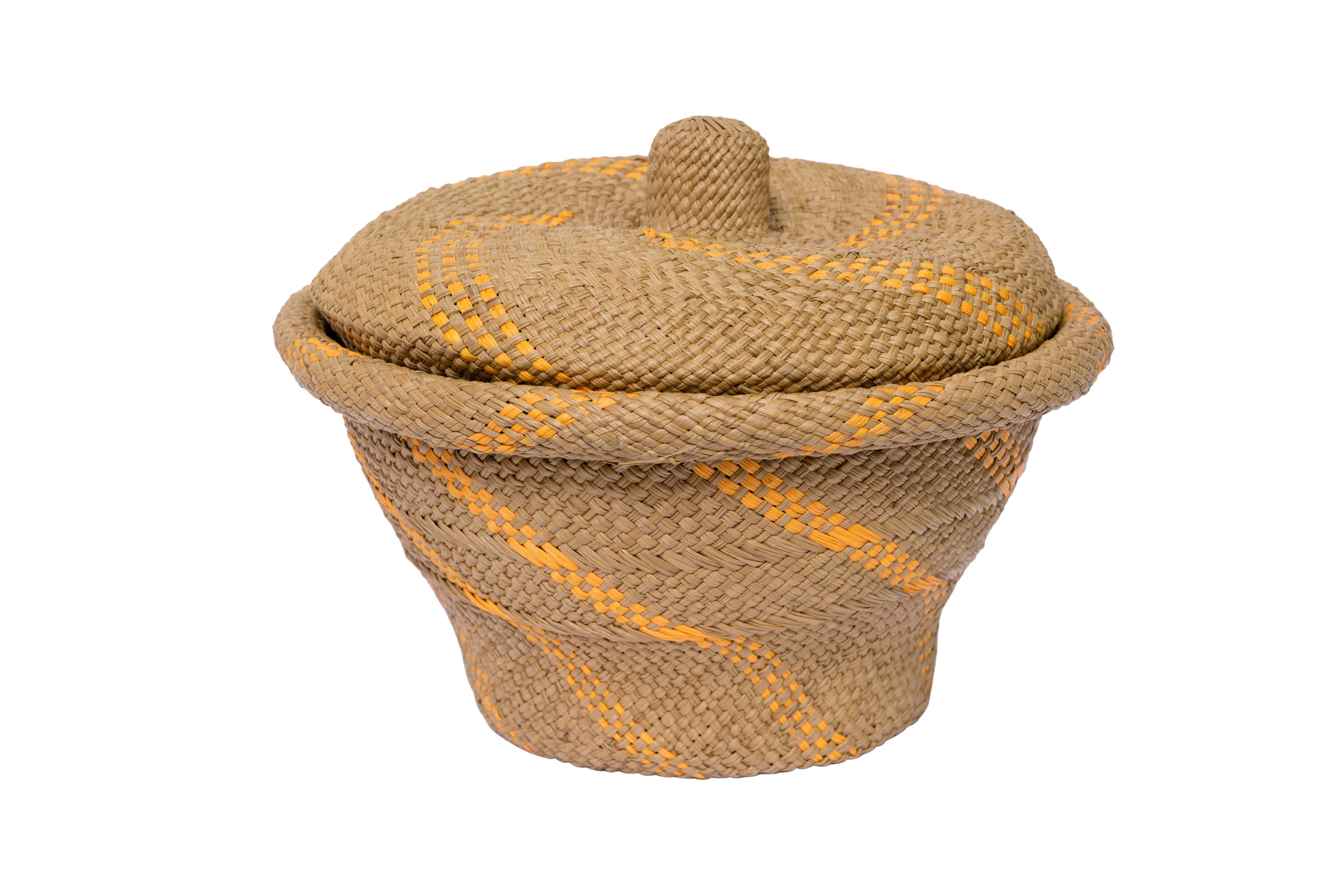 Bread basket in iraca brown with  yellow lines