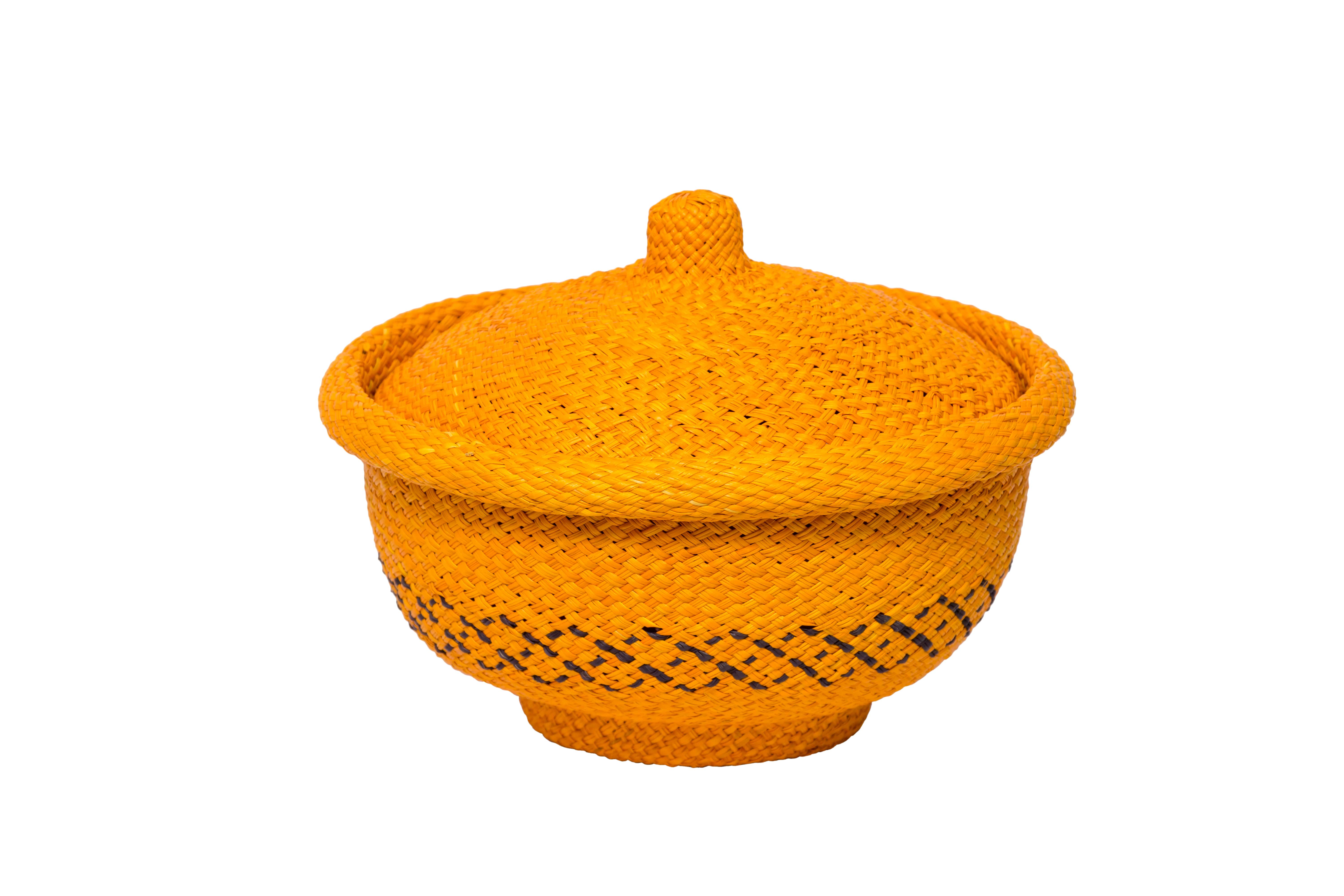 Bread basket in iraca yellow