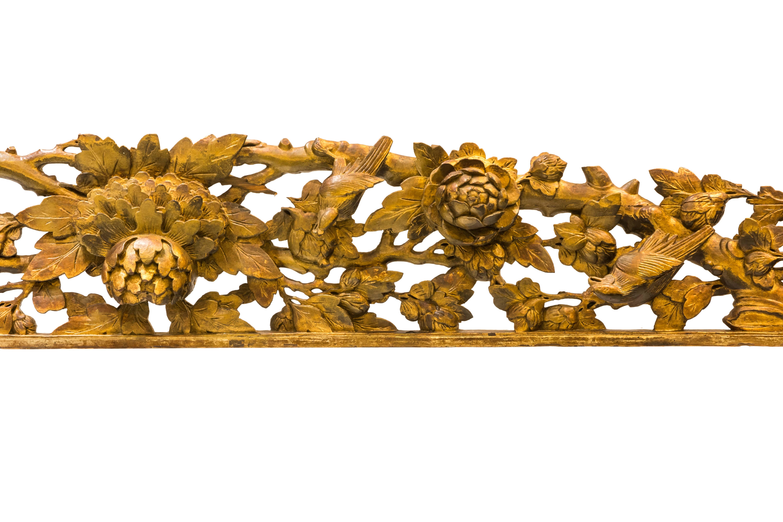Panel colonial de pared tallado en madera