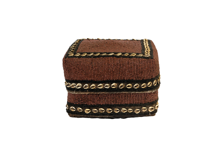 Caja de ofrenda Balinesa chaquiras y conchas cuadrada
