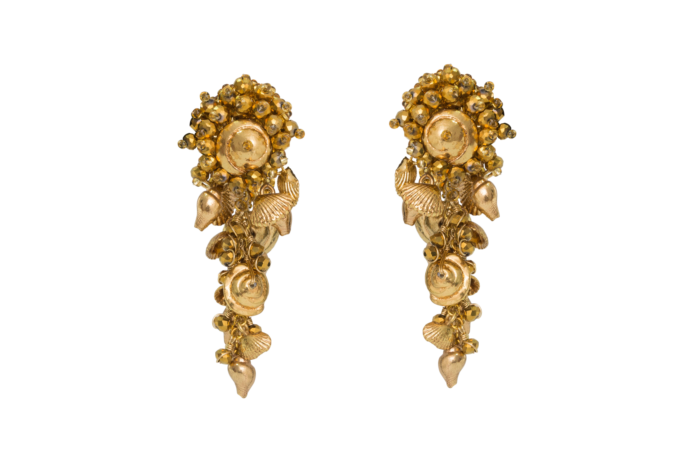 Short drop earrings gold