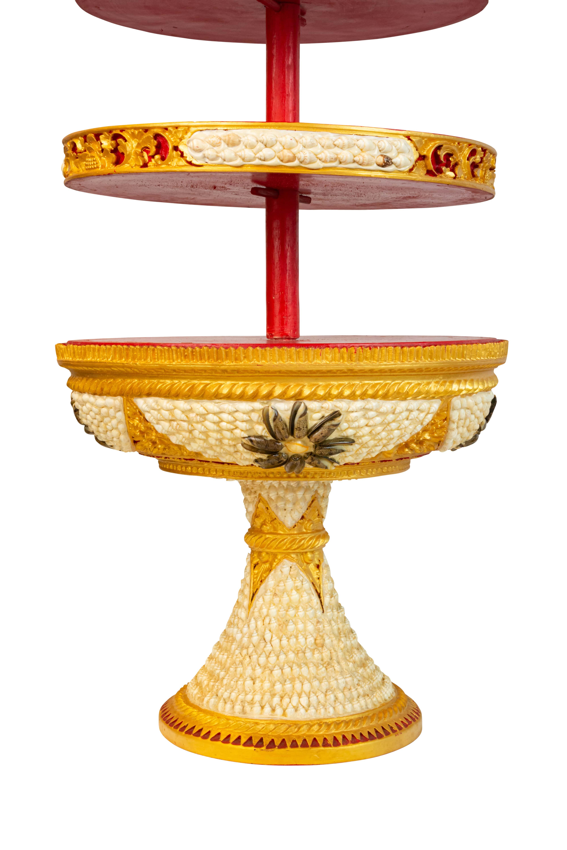 Stand de ofrendas Balinesa en madera blanco-dorado