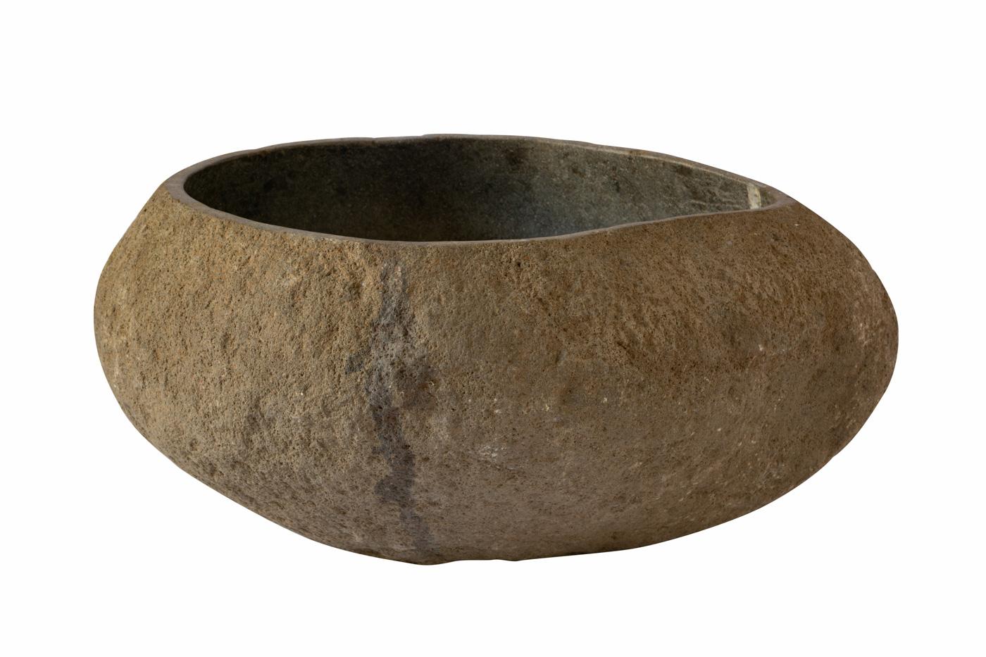 Round pot in stone