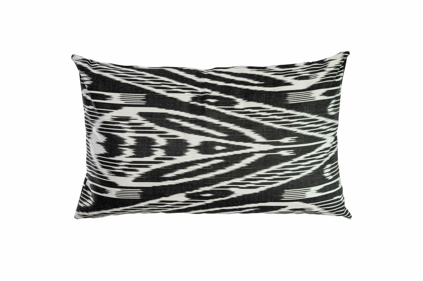 Cushion in ikat fabric black-white
