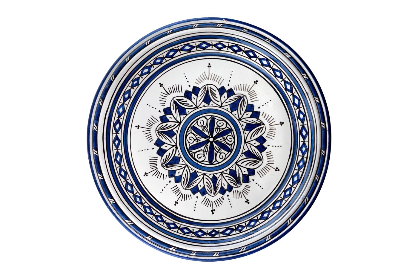 Bandeja Marroquí en cerámica pintada con diseño de arabescos geométricos, Blanco/ Azul