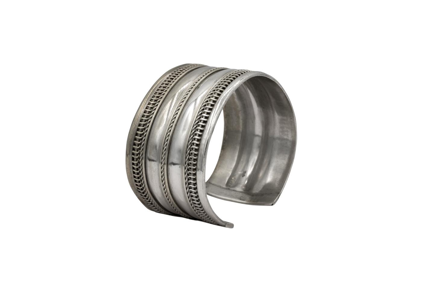 Thai bracelet in antique silver