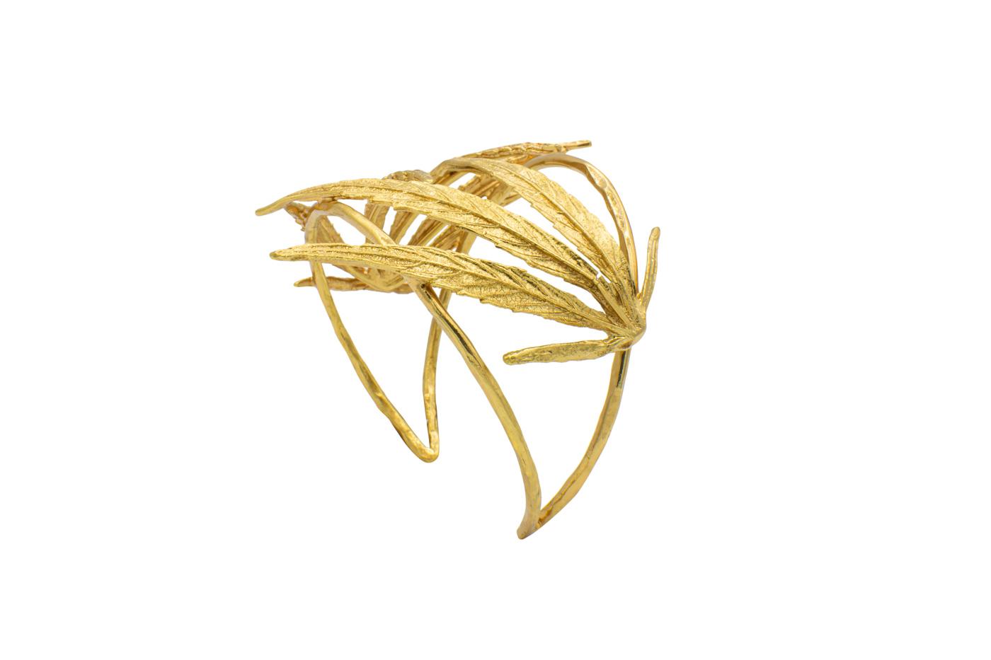 Bracelet flower a leaf