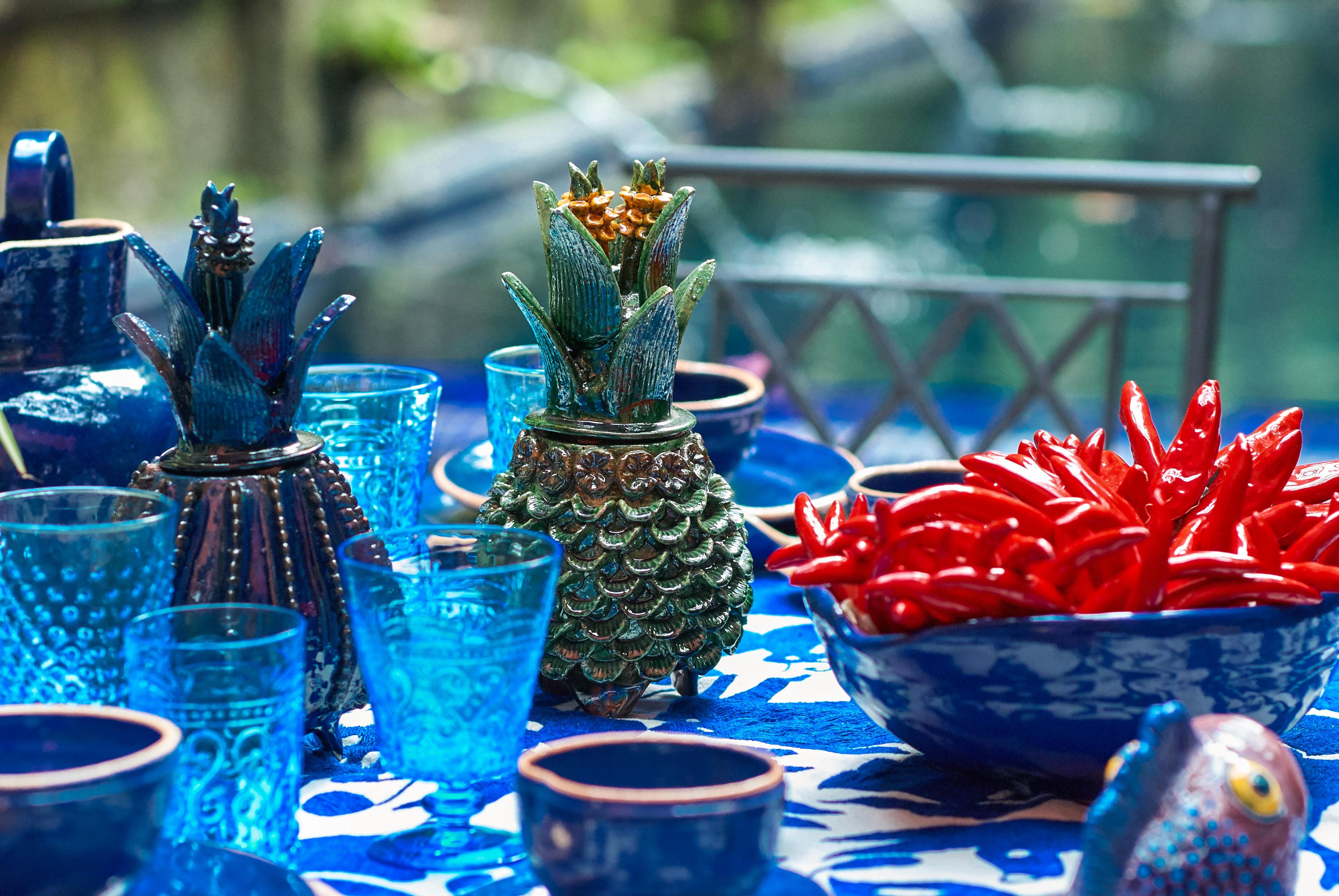 Copa azul tallada