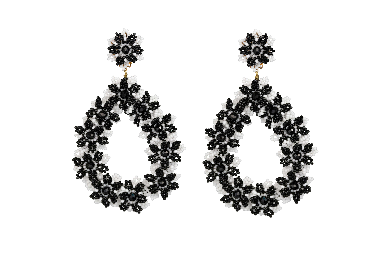 Aretes Flores de chaquira negro-blanco