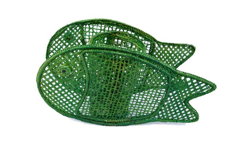 Portavela en iraca con forma de pescado -verde