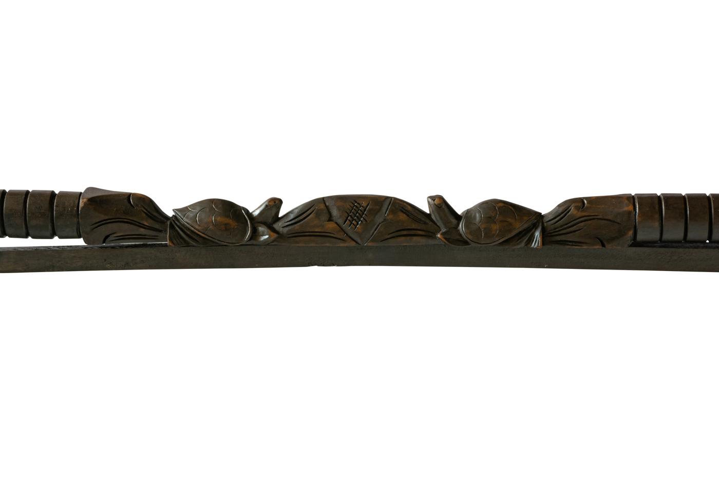 Soporte de pared para textiles en madera diseño tortugas