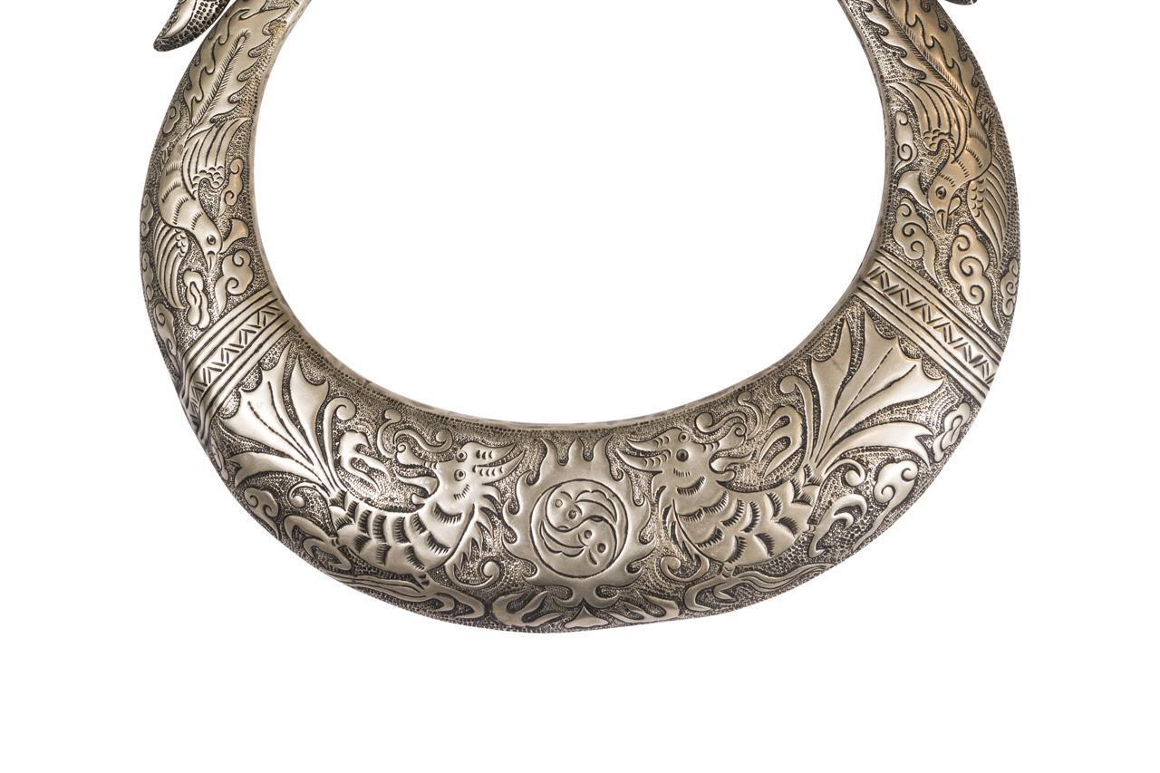 Collar ceremonial Miaos en bronce blanco