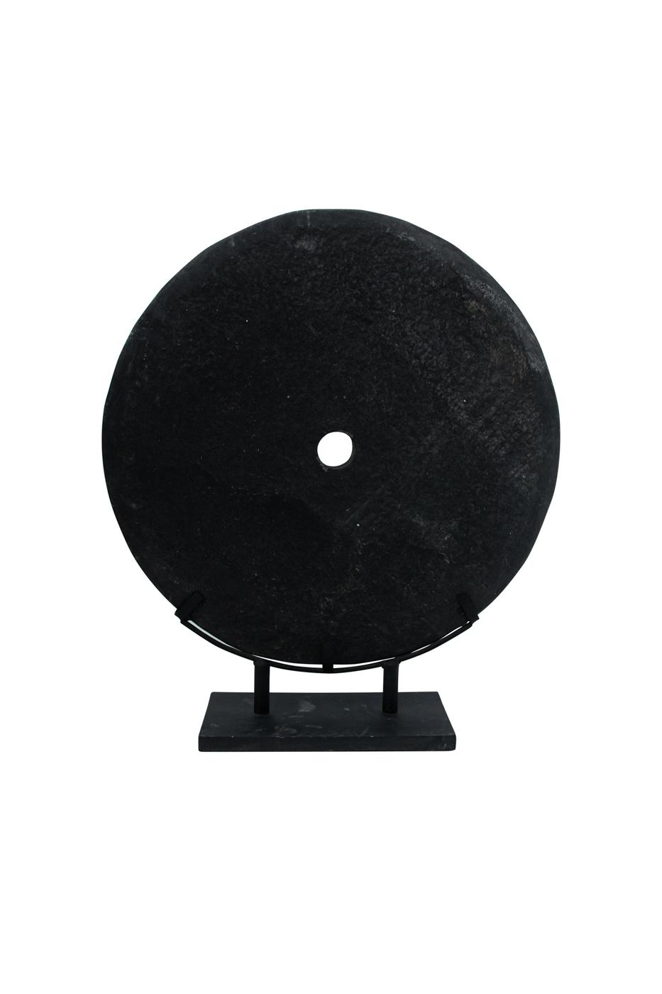 Piedra pulida sobre pedestal