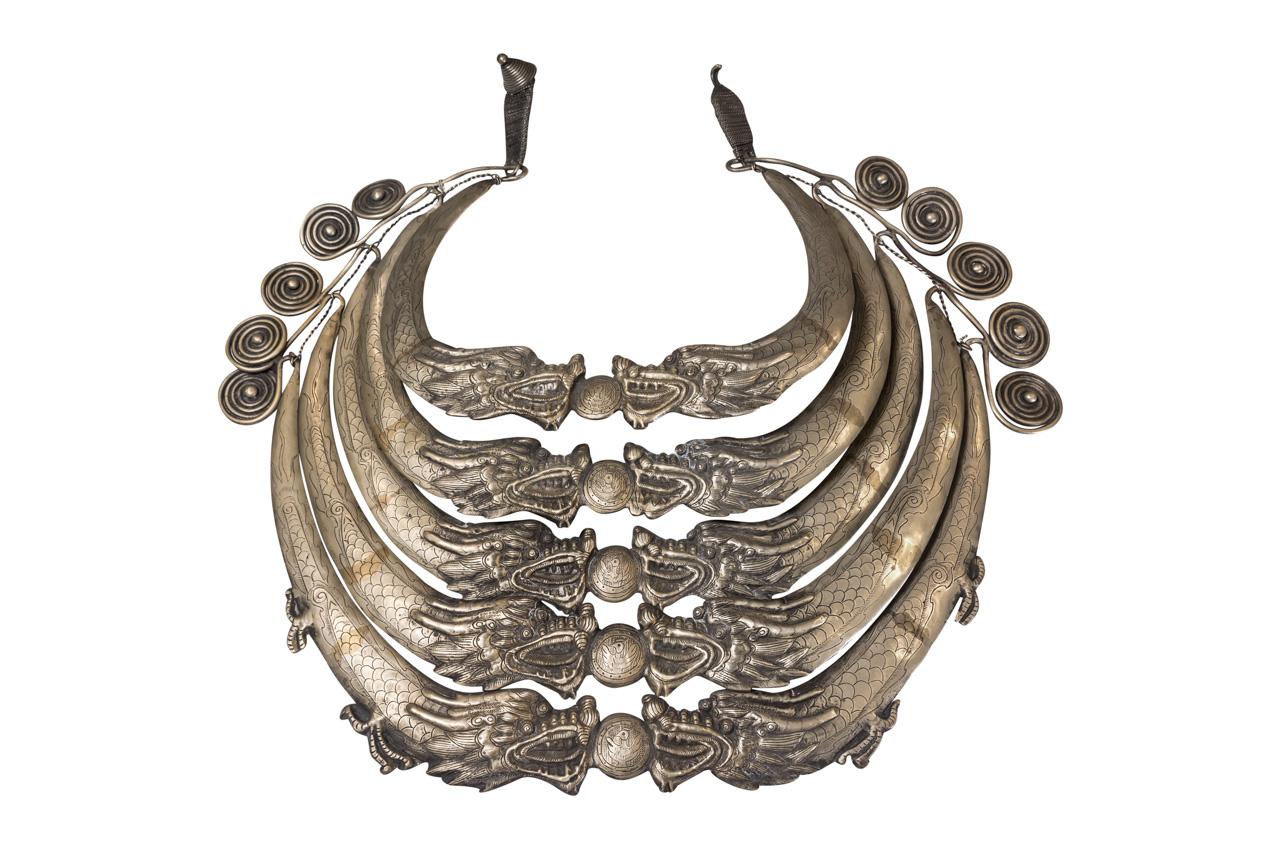 Collar ceremonial Miao Laos en bronce blanco