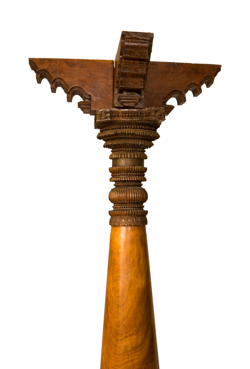 Columna tallada en madera India
