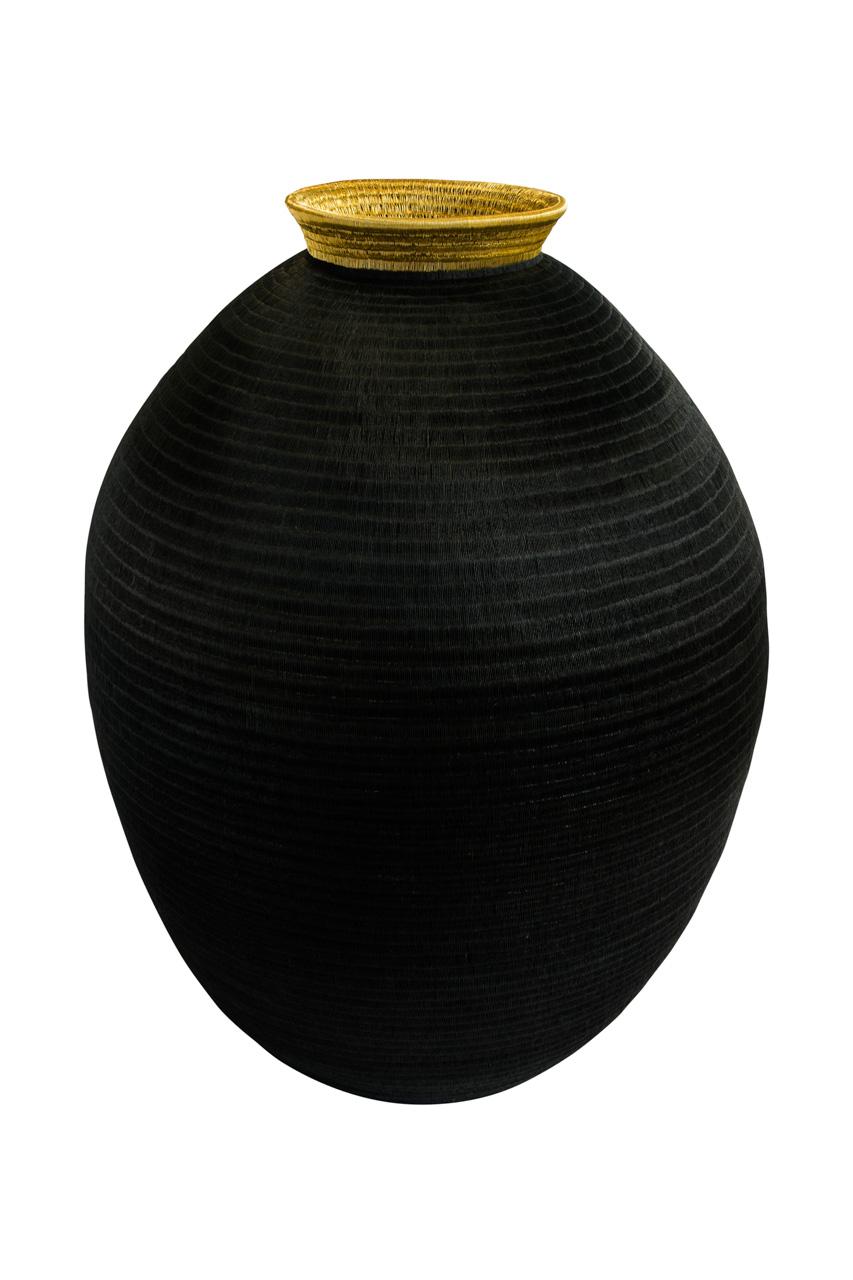 Contenedor werregue negro y dorado
