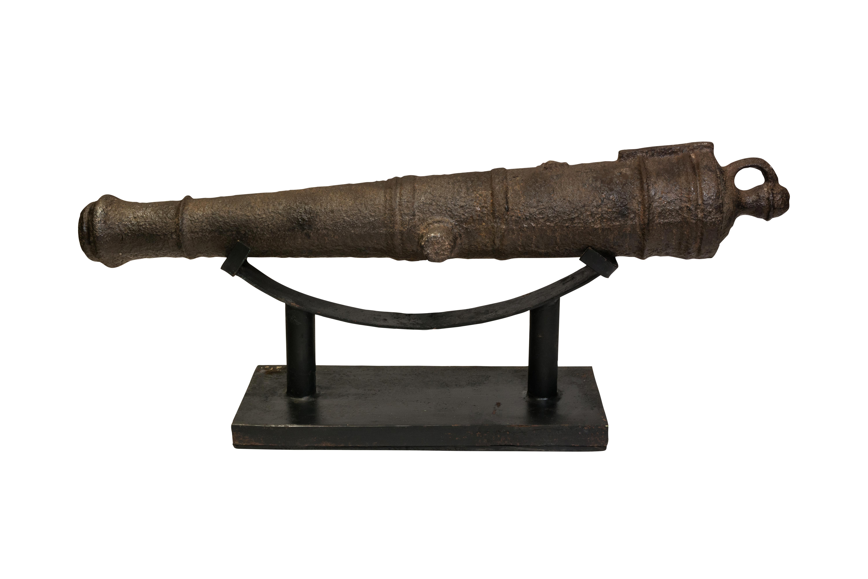 Cañón antiguo en hierro