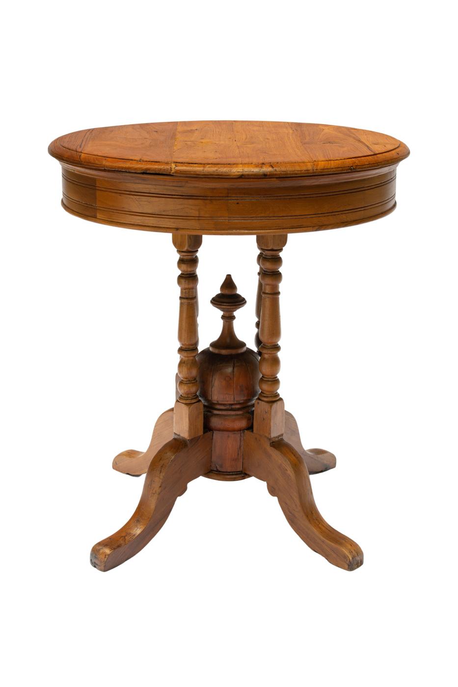 Axuliar table in wood