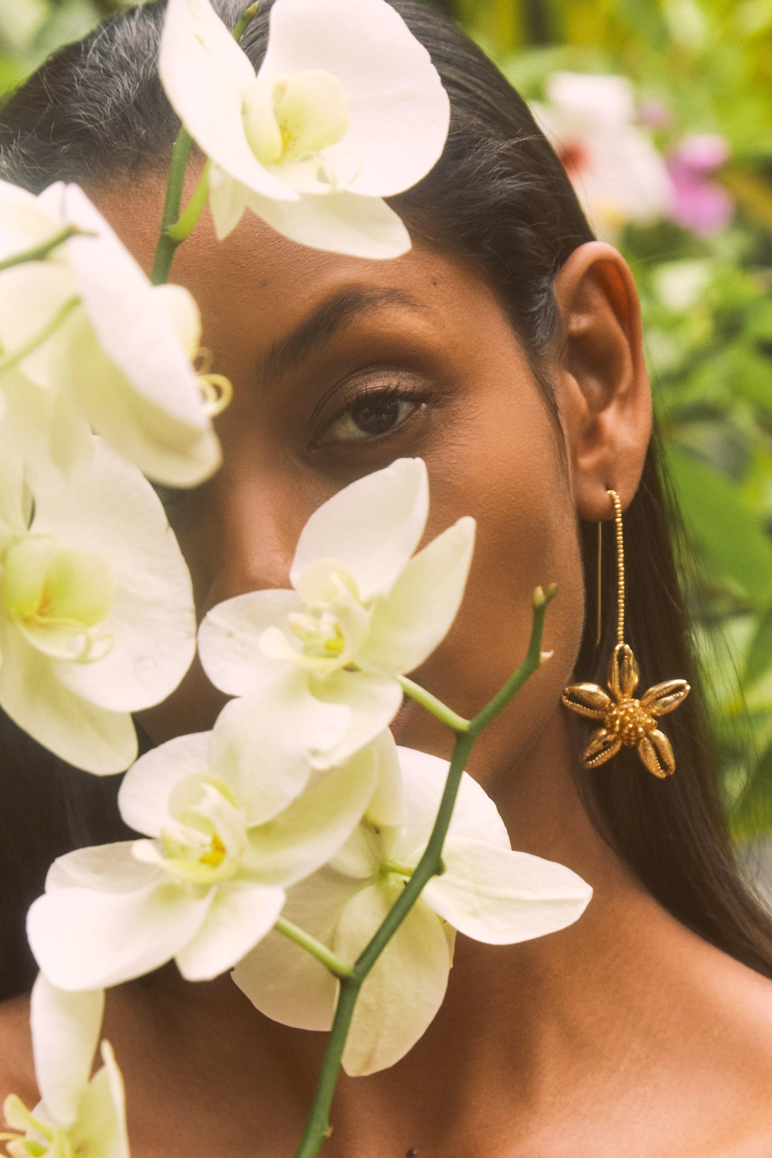 Arete enganche flor de caracol