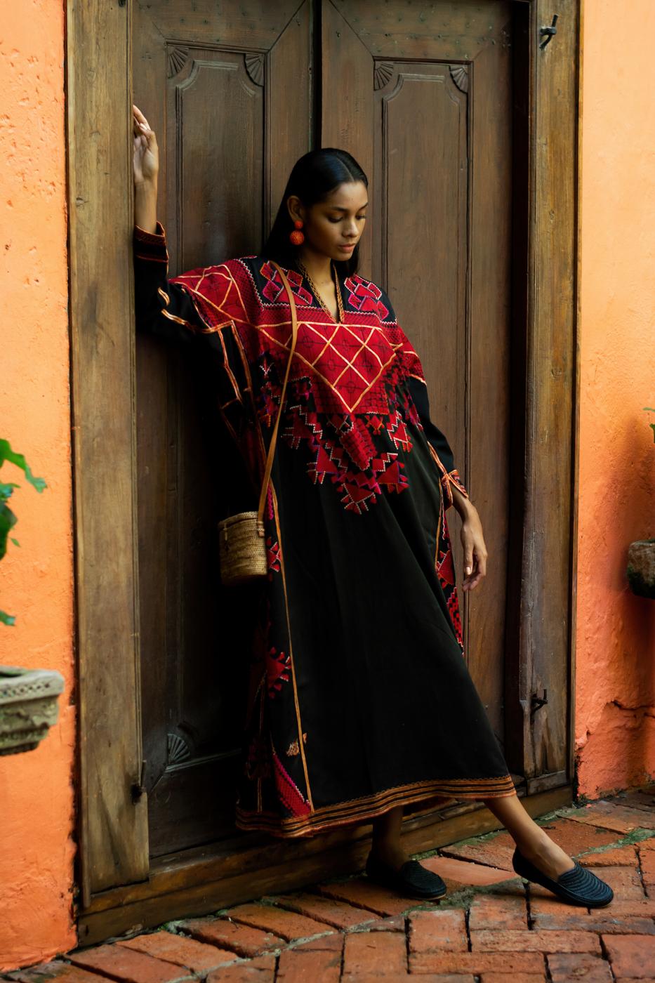 Egyptian kaftan with ethnic-black embroidery
