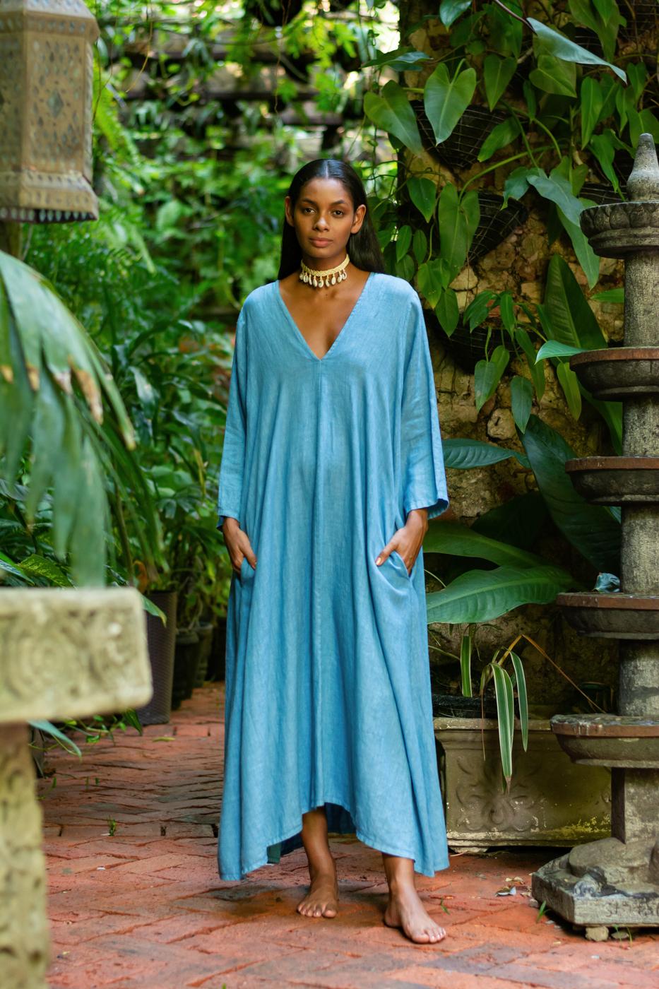 Maxi dress in blue linen