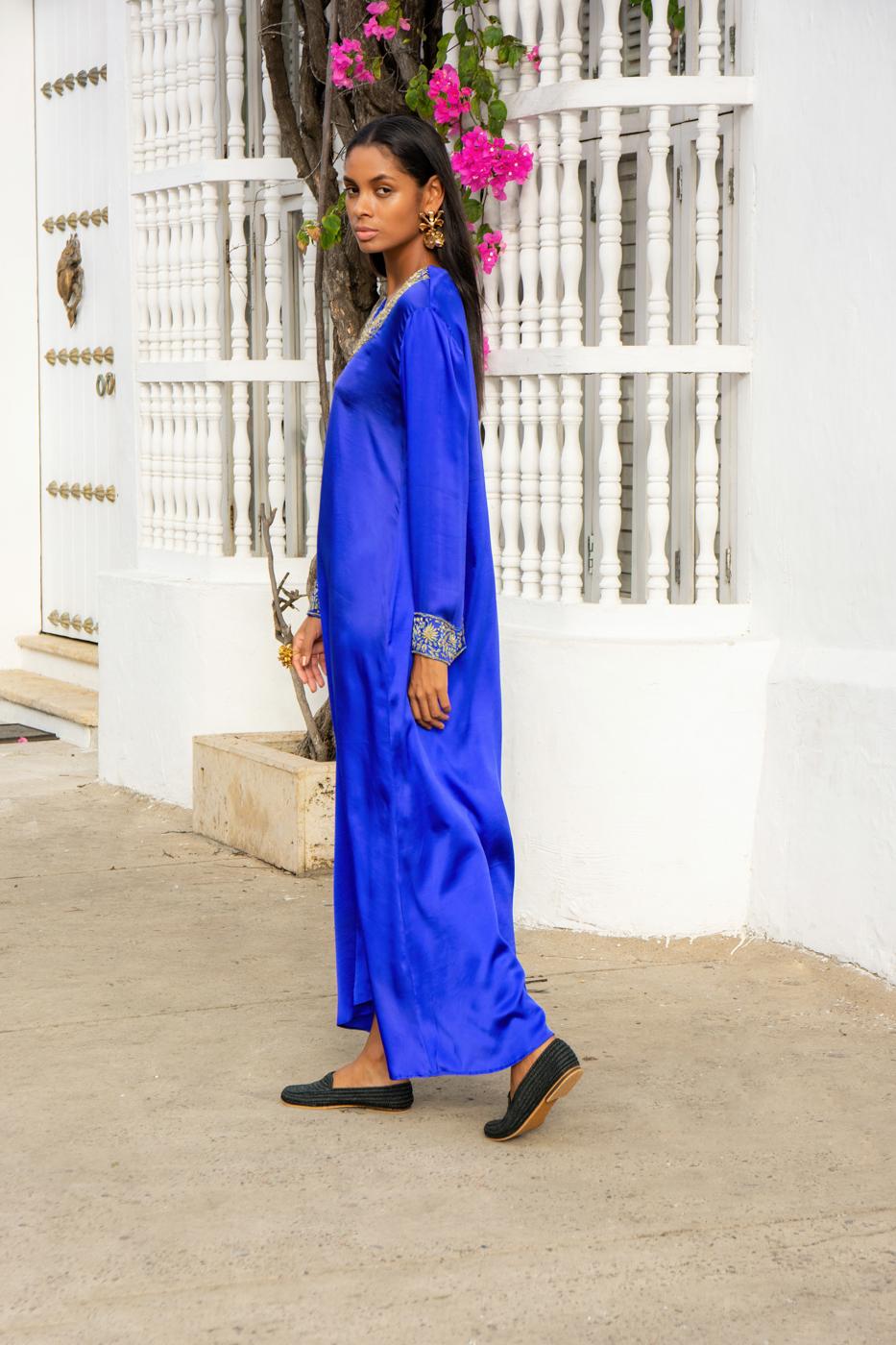 Vestido de seda bordado