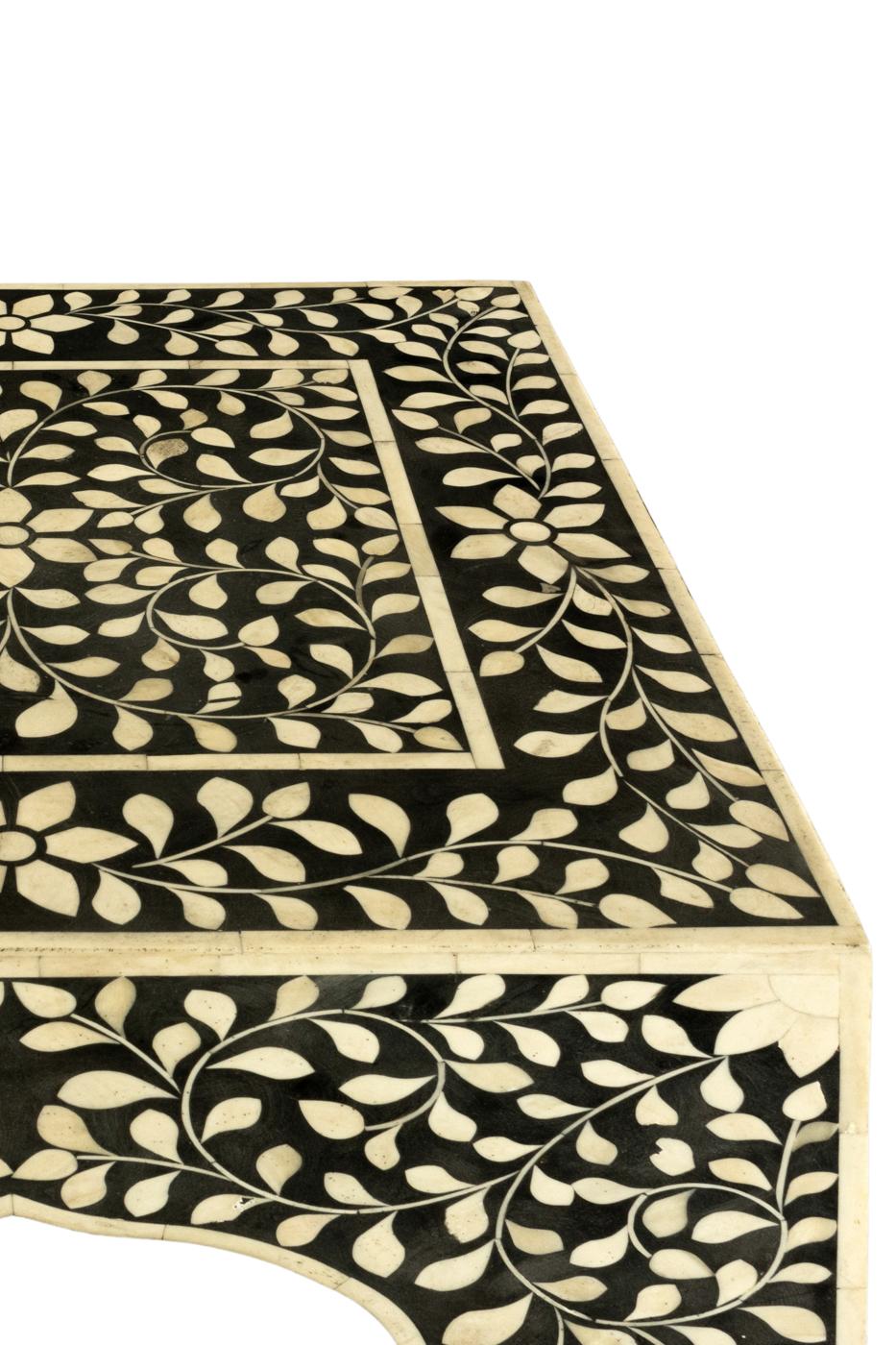 Mesa auxiliar diseño floral en madera y hueso