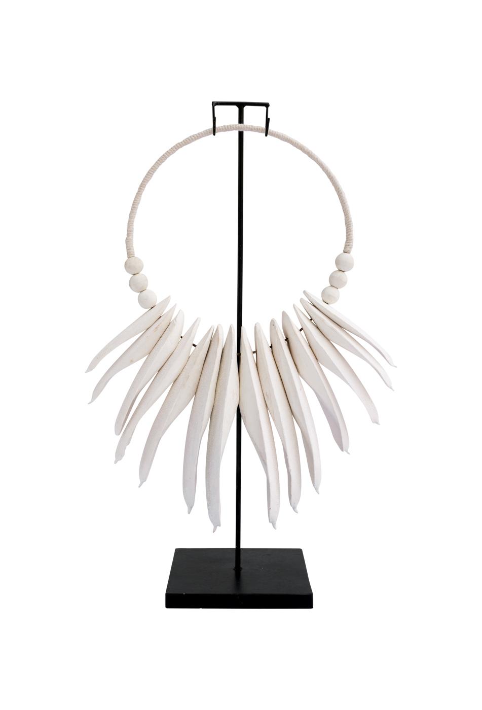 Collar decorativo en madera y resina con base de metal