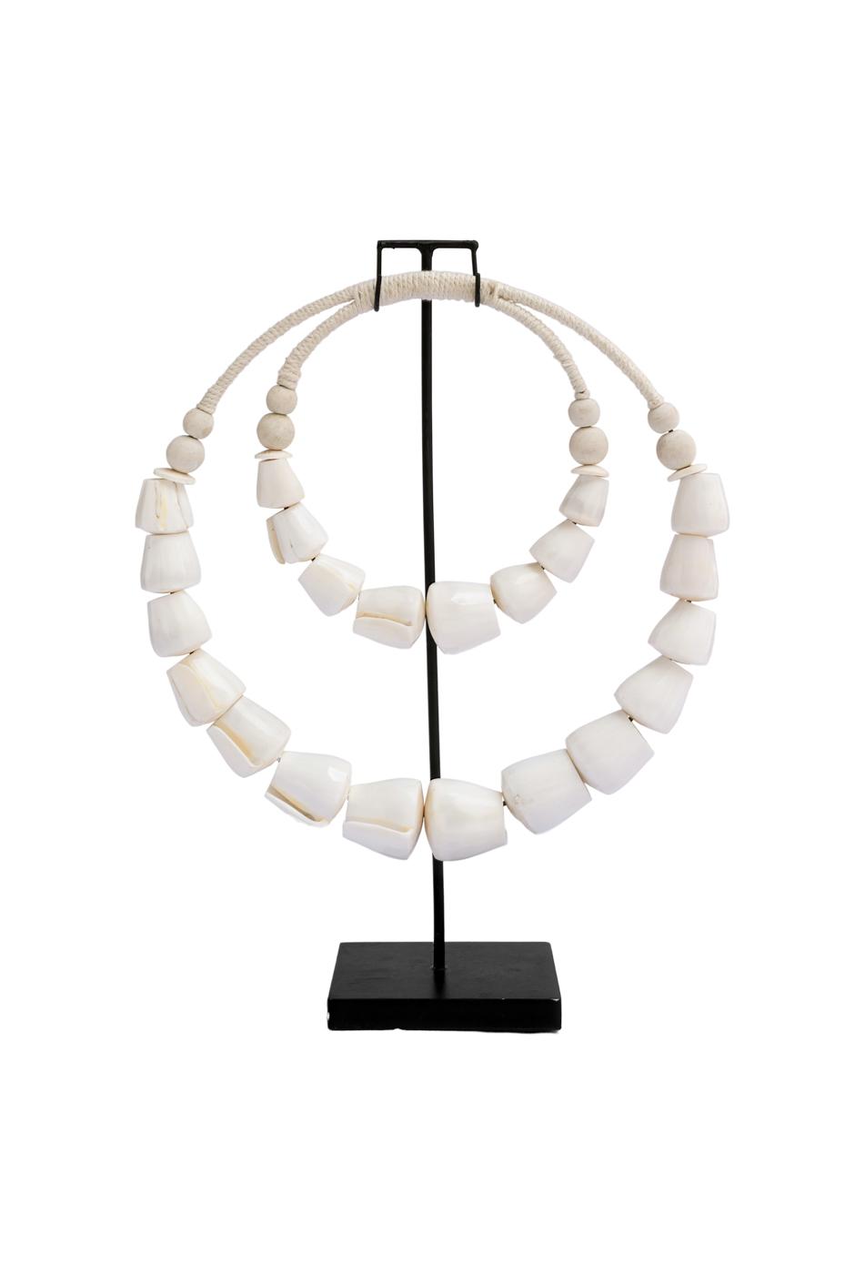 Collar decorativo caracoles naturales con base de metal