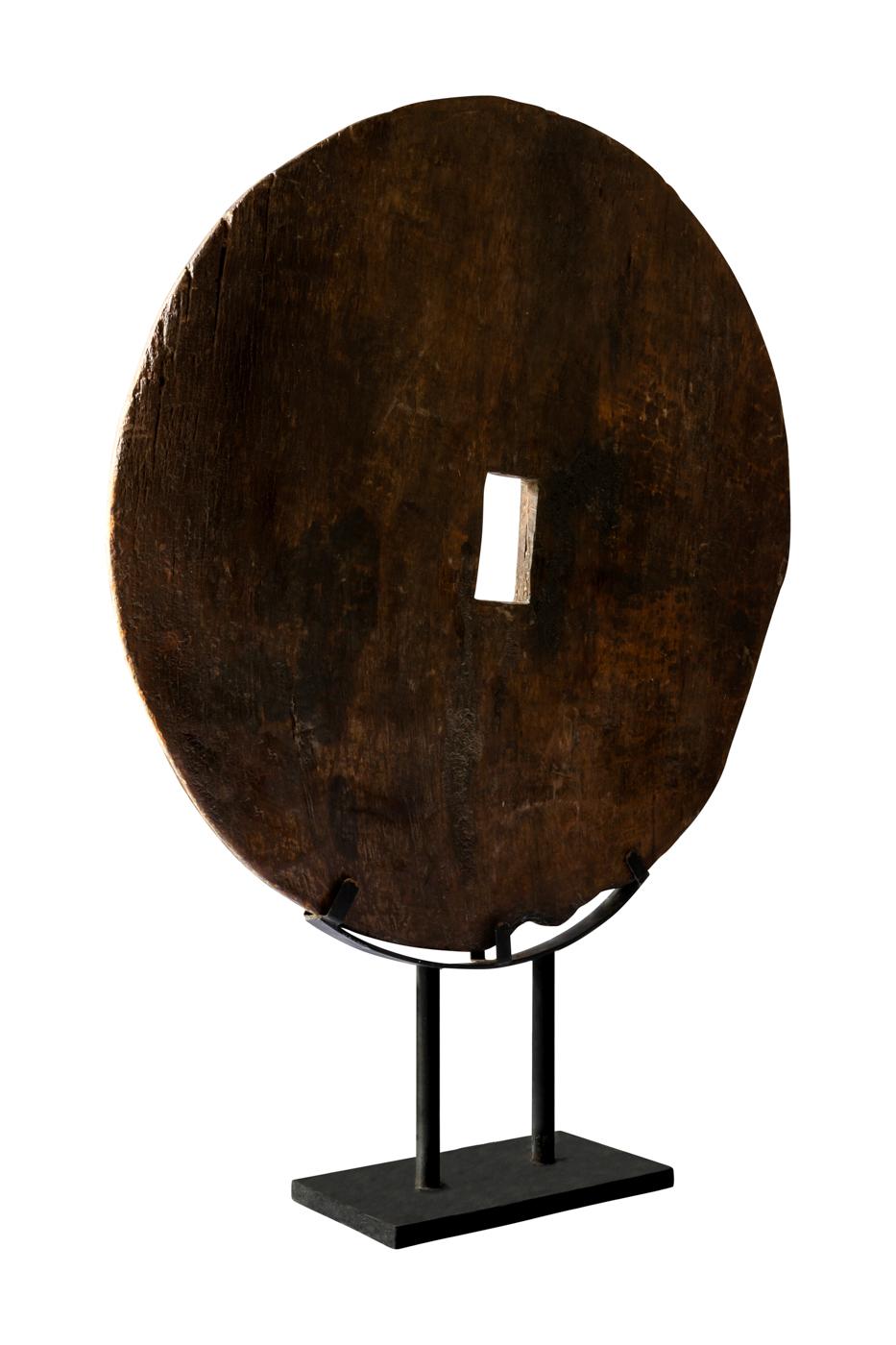 Rueda decorativa en madera sobre base de metal-Café oscuro