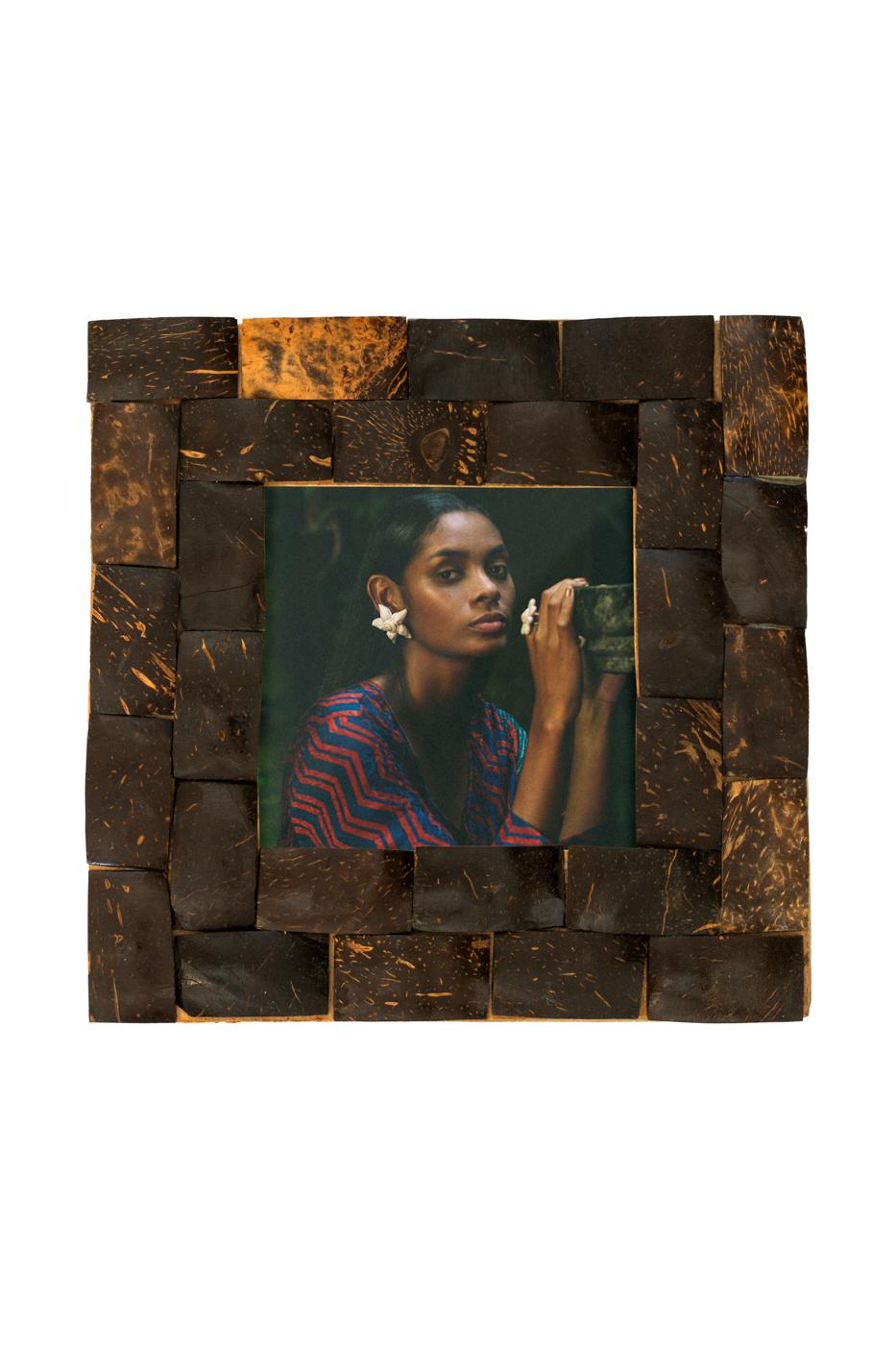 Porta retrato en corteza de coco- café