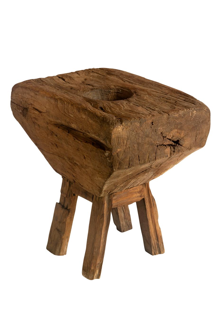 Lesung decorativo en madera con base