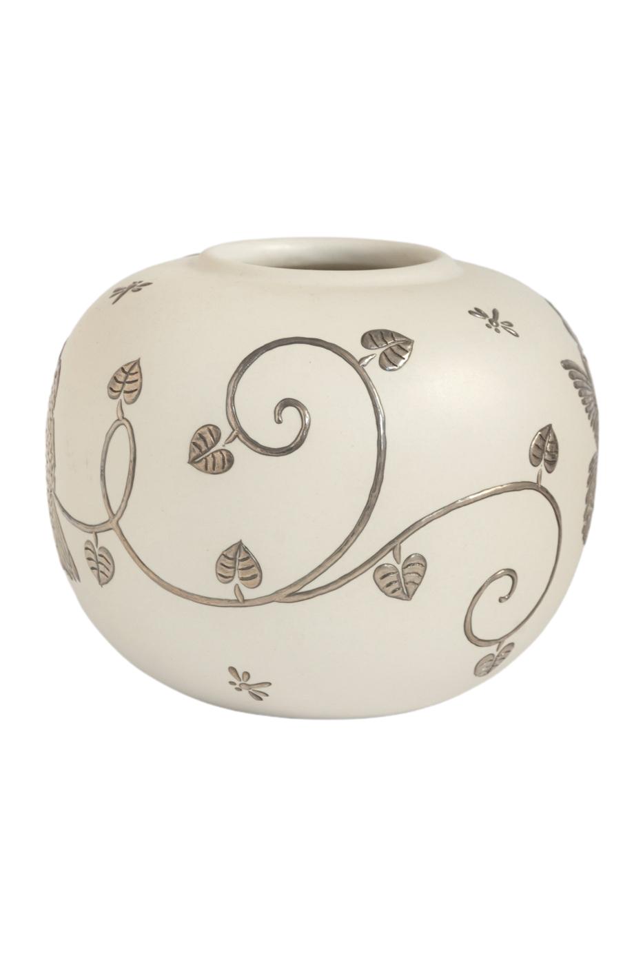 Jarrón decorativo en ceramica y plata-blanco